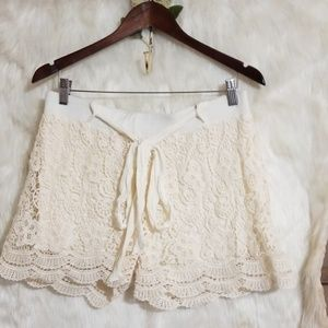 Rue 21 creme lace lined belted trendy shorts XL